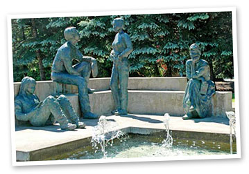 Memorial Fountain on the Linfield College campus in McMinnville: Gary Halvorson, Oregon State Archives